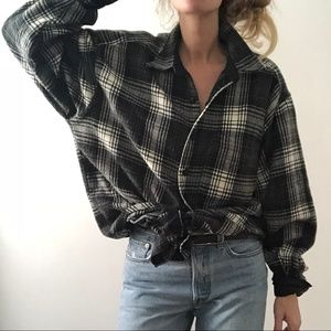 VINTAGE/ oversized plaid button up flannel